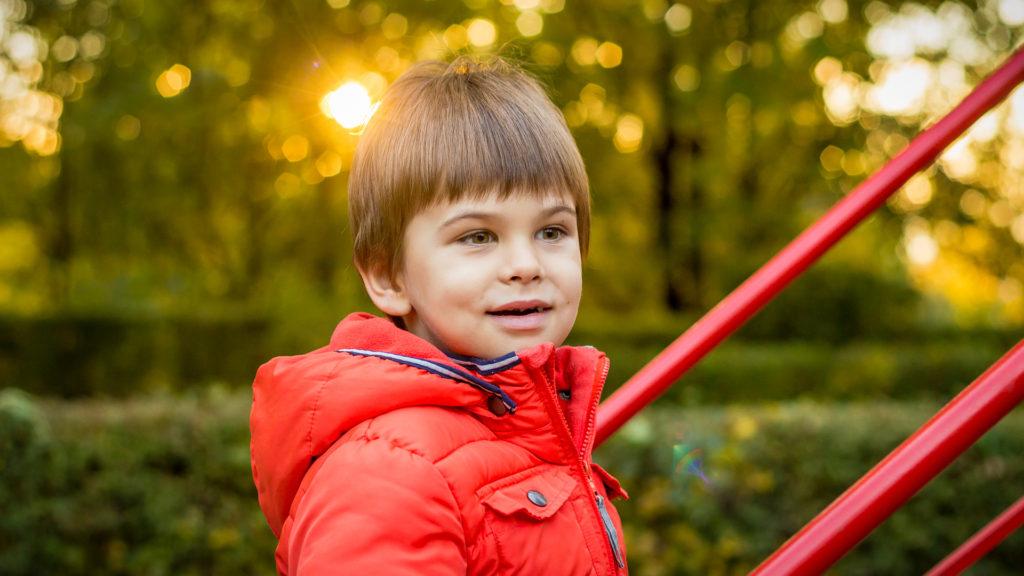 Patrick la locul de joaca in parcul din Onesti